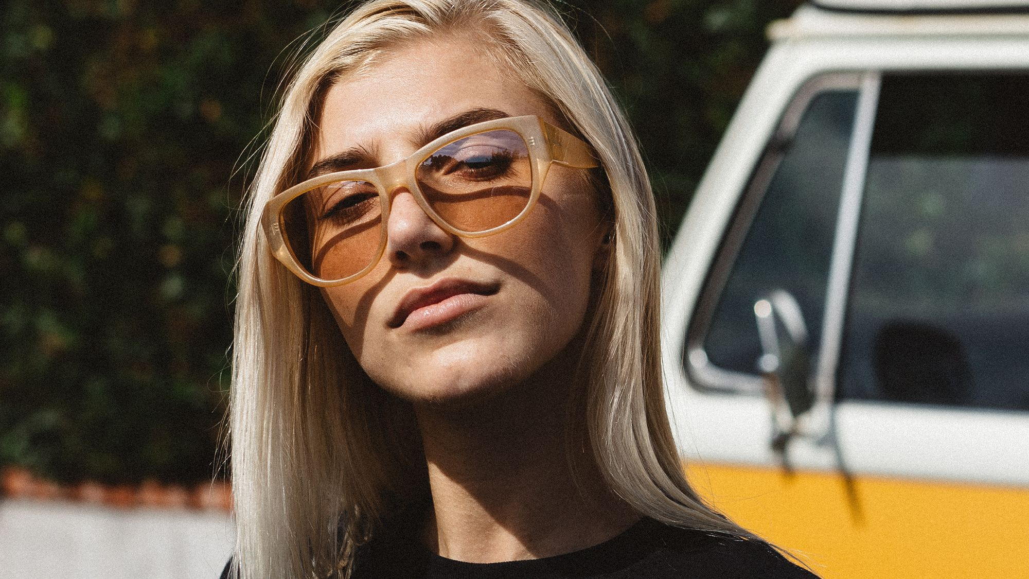 A signature frame by Noa Deane. Reminiscent of a frame from the Mid 90's, the Lychee features straight lines and subtle branding.